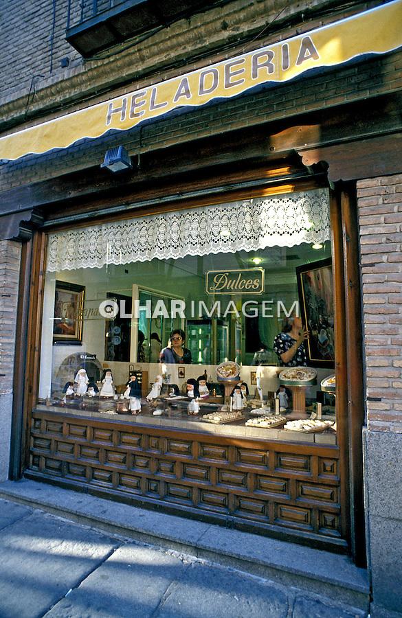 Loja de doces e sorvetes. Toledo. Espanha. 2006. Foto de Catherine Krulik.