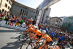 The Dutch team on the front for the start of the Women Elite Road Race of the 2018 UCI Road World Championships running 156.2km from Kufstein to Innsbruck, Innsbruck-Tirol, Austria 2018. 29th September 2018.<br /> Picture: Innsbruck-Tirol 2018/BettiniPhoto | Cyclefile<br /> <br /> <br /> All photos usage must carry mandatory copyright credit (&copy; Cyclefile | Innsbruck-Tirol 2018/BettiniPhoto)