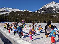 Kinderclub an Talstation der Seilbahn, Ski-Gebiet Hochimst bei Imst, Tirol, Österreich, Europa<br /> children's club, skiing area Hochimst, Imst, Tyrol, Austria, Europe