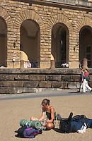 Italien, Toskana, Florenz, vor Palazzo Pitti, Rucksack-Touristen