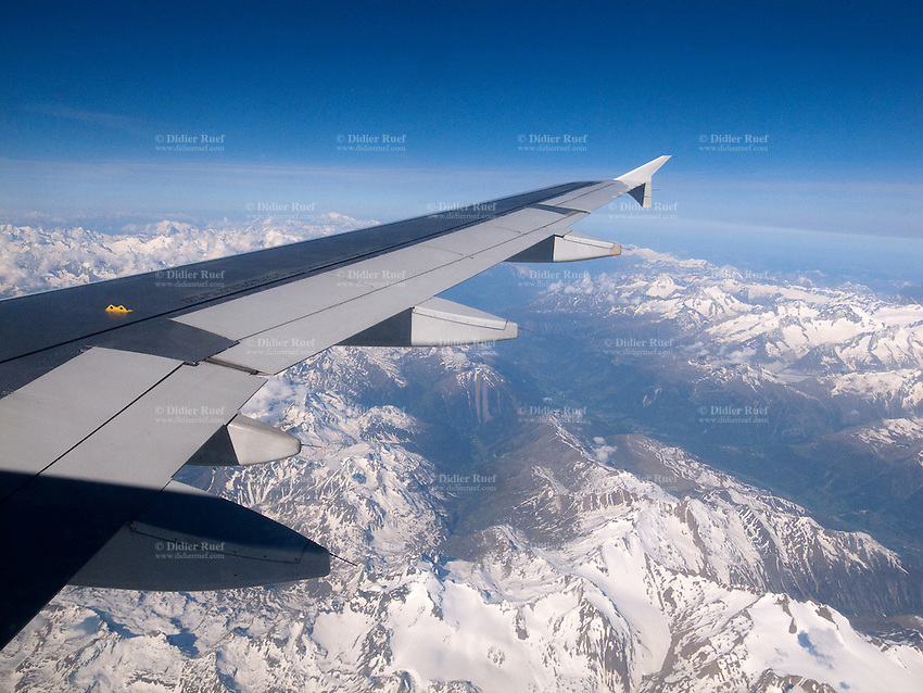 France. Air France flight over the french Alps. Airbus A320 wings. Snow on the mountains. 21.05.2011 © 2011 Didier Ruef