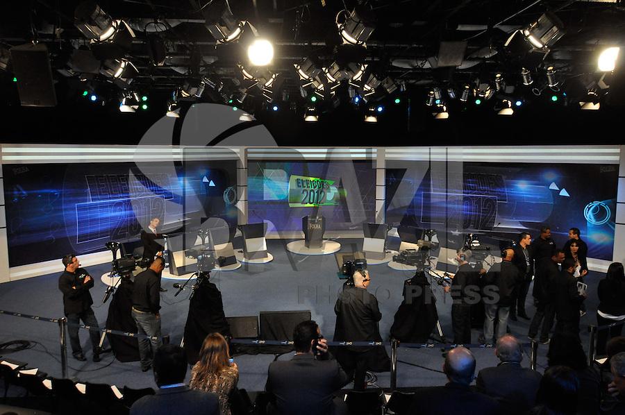 OSASCO, SP, 03 SETEMBRO DE 2012 – DEBATE REDETV – ATENÇÃO EDITOR: FOTO EMBARGADA PARA VEÍCULOS INTERNACIONAIS: Cenário onde será realizado o debate entre os candidatos a prefeitura de São Paulo na noite desta segunda feira (03), na sede da emissora RedeTV em Osasco. (FOTO: LEVI BIANCO / BRAZIL PHOTO PRESS).