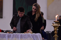 ATENCAO EDITOR IMAGENS EMBAGADAS PARA VEICULOS INTERNACIONAIS - SAO PAULO, SP, 30 SETEMBRO 2012 - VELORIO HEBE CAMARGO - O cantor Marrone e sua esposa comparecem ao velório do corpo da apresentadora Hebe Camargo, no Palácio dos Bandeirantes, sede do Governo do Estado de São Paulo, na capital paulista, na madrugada deste domingo, 30. Hebe morreu hoje aos 83 anos, de parada cardíaca, na sua casa no bairro do Morumbi, na capital paulista. Diagnosticada com câncer no peritônio em janeiro de 2010, ela lutava contra a doença desde então. (FOTO: LEVI BIANCO / BRAZIL PHOTO PRESS).