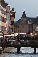 Europe/France/Rhône-Alpes/74/Haute-Savoie/Annecy: Marché sur les bords du Thiou et le Palais de l'Ile