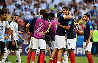 KAZAN - RUSIA, 30-06-2018: Jugadores de Francia celebran después del partido de octavos de final entre Francia y Argentina por la Copa Mundial de la FIFA Rusia 2018 jugado en el estadio Kazan Arena en Kazán, Rusia. / Players of France celebrate after the match between France and Argentina of the round of 16 for the FIFA World Cup Russia 2018 played at Kazan Arena stadium in Kazan, Russia. Photo: VizzorImage / Julian Medina / Cont