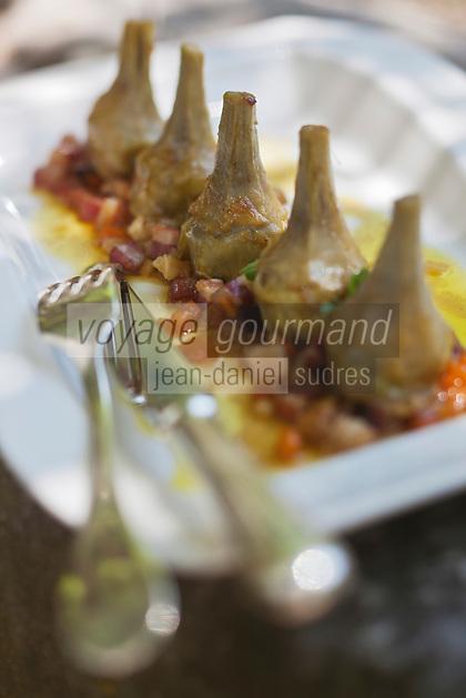 Europe/France/Provence-Alpes-Côte d'Azur/84/Vaucluse/Lubéron/ Lourmarin: Petis artichauts violet à la barigoule, recette de Reine Sammut, restaurant: La Fenière