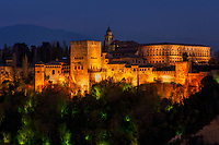 Spanien, Andalusien, Granada: Alhambra, Sierra Nevada, Beleuchtung, abends | Spain, Andalusia, Granada: Alhambra, Sierra Nevada, illumination, dusk, evening