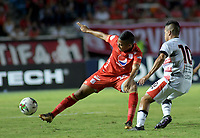 CALI-COLOMBIA , 02-05-2019.Juan Nieva  (Izq.) Jugador del América de  Cali disputa el balón con Matias Perez (Der.) jugador del Cúcuta Deportivo durante partido por la fecha 19 de la Liga Águila I 2019 jugado en el estadio Pascual Guerrero de la ciudad de Cali./ Juan Nieva (L) player of America de Cali   fights for the ball with  Matias Perez (R) player of Cucuta Deportivo during the match for the date 19 of the Aguila League I 2019 played at Pascual Guerrero stadium in Cali city. Photo: VizzorImage/ Nelson Rios / Contribuidor