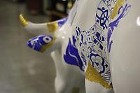 SÃO PAULO,SP, 27.04.2017 - COW-PARADE - Obra de intervenção artística em homenagem a cidade de Lisboa do artista Mario Brito está exposta no CEU - Curuça - Itaim Paulista na tarde desta quinta feira (27), ficará no local durante toda a Cow Parade - SP 2017. (Foto: Nelson Gariba / Brazi Photo Press)