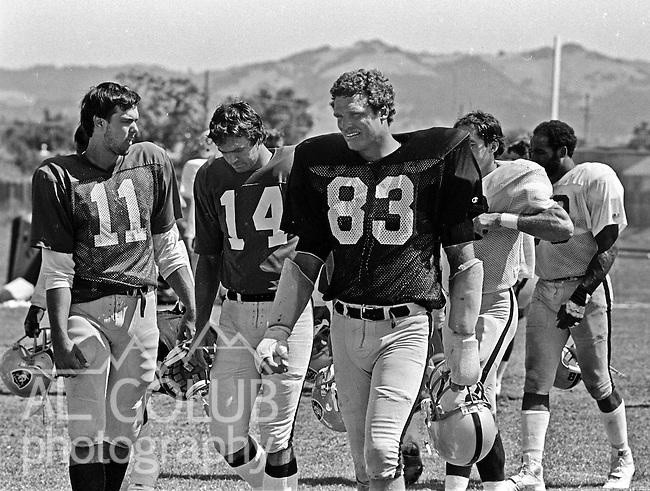 Oakland Raiders training camp August 10, 1982 at El Rancho Tropicana, Santa Rosa, California.   Oakland Raiders  linebacker Ted Hendricks (83).
