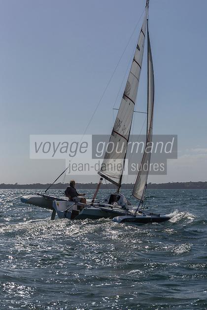 France, Bretagne, (29), Finistère, Concarneau: Roland Jourdain, navigateur, sur le trimaran Tricat, construit en biocomposite par sa société Kaïros