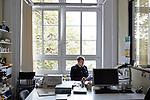 Berlin, 24.9.2014. Verlagsbüro von Hentrich & Hentrich,  einem Verlagshaus für jüdische Kultur und Zeitgeschichte aus Berlin. Verlagsmitarbeiter Jörn Bohrmann.