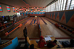 Bowling d Asmara construit dans les annees 60. Le syteme manuel de l epoque est toujours en fonctionnement avec des jeunes garcons remettant les quilles a la main.....Bowling alley built in the 60s. Today it operates as it did in the 1960s, on a fully manual system with young boys loading the pins for a small earning.