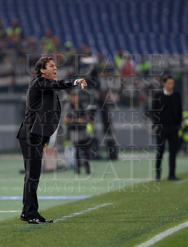 Calcio, Champions League, Gruppo E: Roma vs Bayer Leverkusen. Roma, stadio Olimpico, 4 novembre 2015.<br /> Roma's coach Rudi Garcia gestures to his players during a Champions League, Group E football match between Roma and Bayer Leverkusen, at Rome's Olympic stadium, 4 November 2015.<br /> UPDATE IMAGES PRESS/Isabella Bonotto