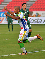 IBAGUÉ - COLOMBIA, 03-03-2018: Edwar Lopez jugador del Atlético Huila celebra después que Omar Duarte (fuera de cuadro) anotara un gol a La Equidad durante partido por la fecha 6 de la Liga Águila I 2018 jugado en el estadio Manuel Murillo Toro de Ibagué. / Omar Duarte player of Atletico Huila celebrates after Omar Duarte (out the frame) scored a goal to La Equidad during match for date 6 of the Aguila League I 2018 played at Manuel Murillo Toro stadium in Ibague city. Photo: VizzorImage / Juan Carlos Escobar / Cont