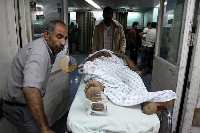 A Palestinian man receives treatment at Al-Shefa'a hospital after he injured by An Israeli tank shell explosion in Gaza city on May 27, 2010.Two Palestinian farmers were wounded when an Israeli tank shell exploded near them as they work in their land after an exchange of fire along the border of the east Gaza Strip, Palestinian medics said. Photo by Mohammed Asad