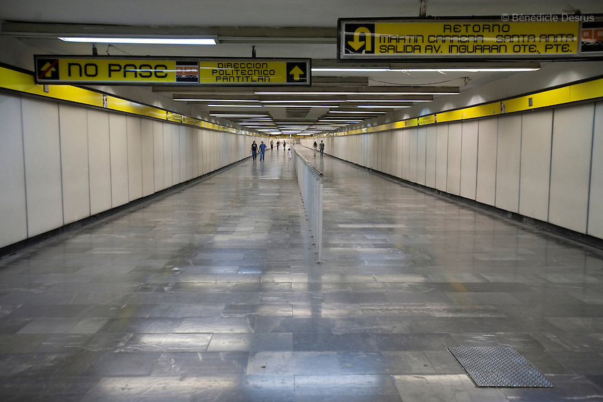 April 26, 2009 - Metro station, Mexico City, Mexico - Residents of Mexcio city walk in the metro which would normally be packed of people. Photo credit: Benedicte Desrus / Sipa Press.