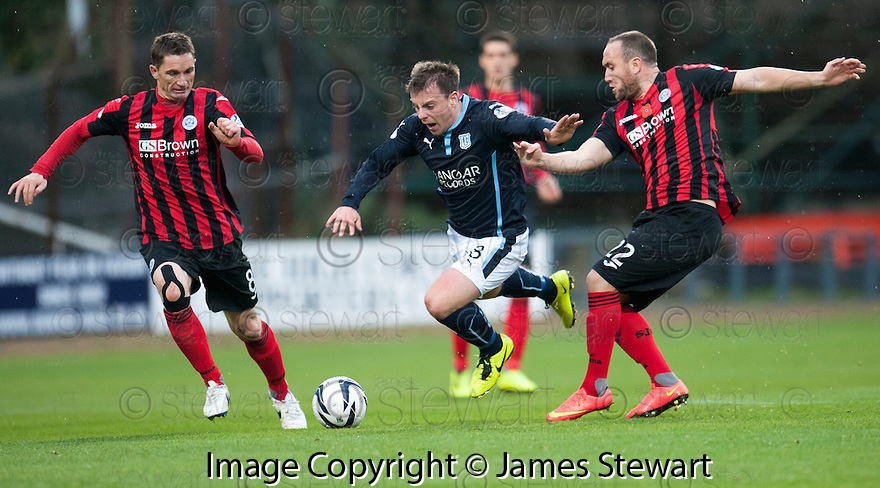 Dundee's Paul McGowan tries to get past St Johnstone's Gary McDonald and Lee Croft.