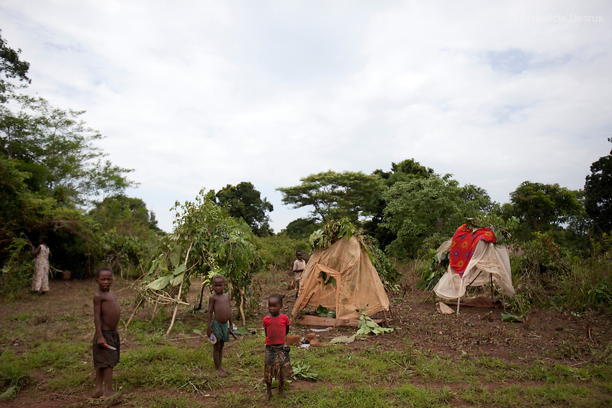 24 may 2010 - Western Equatoria State, South Sudan - People displaced by the LRA settle near the town of Tambura. A spate of continuing LRA attacks in Western Equatoria State has pushed thousands of families to flee from their village to larger towns to seek protection. Western Equatoria state has been rocked by LRA activities since 2006. Photo credit: Benedicte Desrus