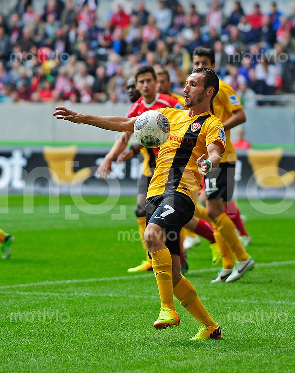Fussball, 2. Bundesliga, Saison 2013/14, 7. Spieltag, Fortuna Duesseldorf - SG Dynamo Dresden, Sonntag (15.09.13), Duesseldorf, Esprit Arena. Dresdens Idir Ouali am Ball.