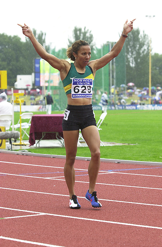 Photo. Richard Lane. .Norwich Union Olympic Trials and AAA Championships, Alexander Stadium , Birmingham. 13/8/2000.Kelly Holmes celebrates victory in the Women's 800 Metres.
