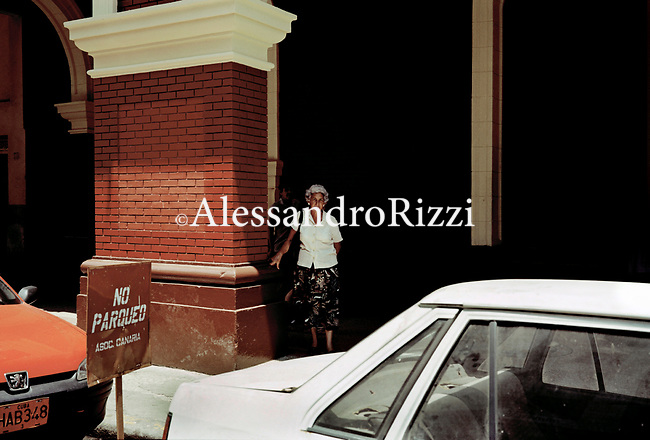 A woman standing near a wall in Havana