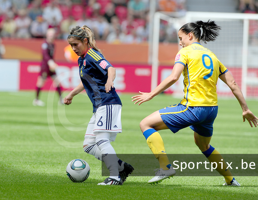 Fifa Women's World Cup Germany 2011 : Colombia - Sweden at Bayarena Leverkusen : Daniela Montoya aan de bal voor Jessica Landstrom.foto DAVID CATRY / Vrouwenteam.be