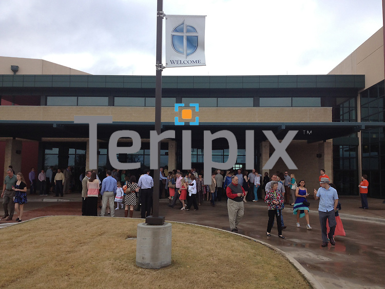 3/31/13 Crowds leave the first service in Prosper on Easter Morning!