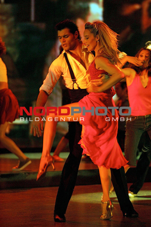 Presse-Call &quot;Dirty Dancing - Das Original Live On Stage&quot; - Europa-Premiere am 26.3.2006 im Musical-Theater &quot;Neue Flora&quot; in Hamburg<br /> <br /> Tanz-Szene &quot;Love man&quot; mit Penny (Rachel <br /> <br /> Marshall) und Billy (Ralf Schaedler).<br /> <br /> Foto &not;&copy; nordphoto / Volker Sarbach<br /> <br />  *** Local Caption *** Foto ist honorarpflichtig! zzgl. gesetzl. MwSt.<br /> <br />  Belegexemplar erforderlich<br /> <br /> Adresse: nordphoto<br /> <br /> Georg-Reinke-Strasse 1<br /> <br /> 49377 Vechta