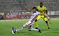NEIVA-COLOMBIA, 29-03-2019: Wilmar Jordán de Atlético Huila disputa el balón con Exequiel Benavides de Patriotas Boyacá, durante partido entre Atlético Huila y Patriotas Boyacá, de la fecha 12 por la Liga Aguila, I 2019 en el estadio Guillermo Plazas Alcid de Neiva. / Wilmar Jordan of Atletico Huila vies for the ball with Exequiel Benavides of Patriotas Boyaca, during a match between Atletico Huila and Patriotas Boyaca of the 12th date for the Liga Aguila I 2019 at the Guillermo Plazas Alcid Stadium in Neiva city. Photo: VizzorImage  / Sergio Reyes / Cont.