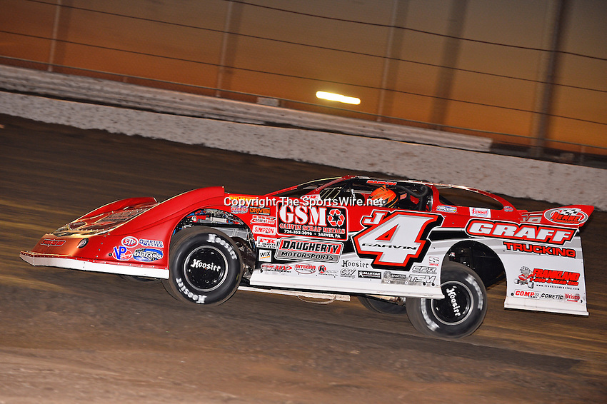 Feb 17, 2014; 6:38:17 PM;  Barberville, FL, USA;  World of Outlaws Late Model Series for 43rd Annual DIRTcar Nationals presented by Summit Racing Equipment at Volusia Speedway Park.  Mandatory Credit: (thesportswire.net)