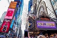 NOVA YORK, EUA, 29.12.2019 - REVEILLON-NEW YORK - Papeis picados são lançados sobre a Times Square na cidade de New York nesta sexta-feira, 29. A ação faz parte de um teste para a hora da virada de ano em Nova York. (Foto: Vanessa Carvalho/Brazil Photo Press)