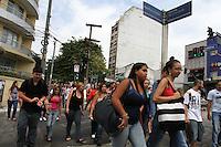 SAO PAULO, SP, 11 MARCO 2013 - SEMAFORO QUEBRADO EM SAO PAULO - Apos forte chuva do final de semana alguns semaforos encontram-se quebrados em vias da capital um deles na esquina da av Liberdade com a rua Sao Joaquim na Liberdade regiao central da capital nessa segunda-feira 11. (FOTO: LEVY RIBEIRO / BRAZIL PHOTO PRESS)