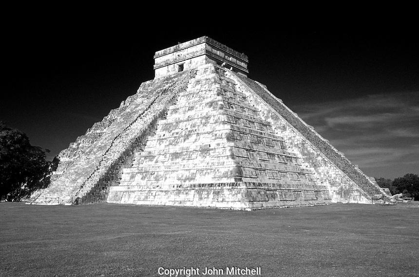 El Castillo or Pyramid of Kukulcan at the Maya ruins of Chichen Itza, Yucatan, Mexico