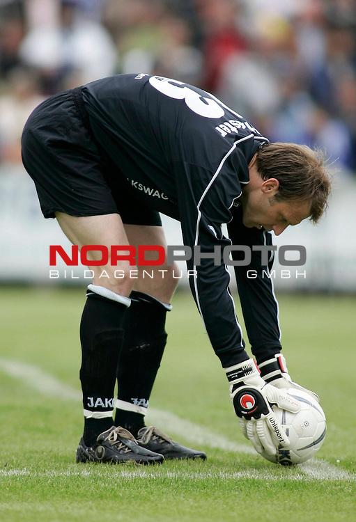 RLN 2006/2007 - 33.Spieltag R&uuml;ckrunde <br /> Kickers Emden - 1. FC Magdeburg 4:2<br /> Kickers Keeper Sven Hoffmeister<br /> <br /> Foto &copy; nph / nordphoto *** Local Caption *** Foto ist honorarpflichtig! zzgl. gesetzl. MwSt.<br /> <br /> Belegexemplar erforderlich