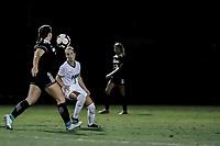 FORT MYERS, FL, 15.10.2018 – FGCU-WEBBER – Jogadora Kara Kyramairos da FGCU (d), durante partida válida pela temporada 2018 da NCAA, no Estádio da FGCU Soccer Complex, na noite desta segunda-feira (15). ((Foto: Jayson Braga / Brazil Photo Press)