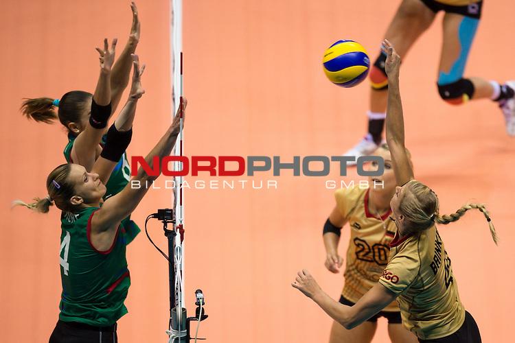 05.10.2014, Pala Trieste, Triest<br /> Volleyball, FIVB Volleyball Women`s World Championship 2014, 2. Runde, Deutschland (GER) vs. Aserbaidschan (AZE)<br /> <br /> Block / Doppelblock Oksana Kurt (Parkhomenko) (#4 AZE), Yelena Parkhomenko (#7 AZE) - Angriff Maren Brinker (#4 GER)<br /> <br />   Foto &copy; nordphoto / Kurth