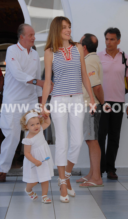 **ALL ROUND PICTURES FROM SOLARPIX.COM**.SYNDICATION RIGHTS FOR UK, CANADA, USA, SOUTH AFRICA, SOUTH AMERICA, DUBAI, AUSTRALIA, NEW ZEALAND, GREECE, ASIA.Prince Felipe, Princess Letizia, Infant Leonor and Queen Sofía and King Juan Carlos, all together at Nautic Royal Club, in Palma de Mallorca, during their summer vacations...This pic: Infant Leonor and Princess Letizia..JOB REF:  4403   SPA     DATE: 30_07_2007.**MUST CREDIT SOLARPIX.COM OR DOUBLE FEE WILL BE CHARGED* *UNDER NO CIRCUMSTANCES IS THIS IMAGE TO BE REPRODUCED FOR ANY ONLINE EDITION WITHOUT PRIOR PERMISSION*