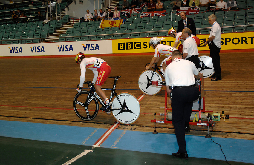 Photo: Richard Lane..VISA Paralympic World Cup 2007. Track Cycling. 11/05/2007..The Spanish team start the Team Sprint, male.