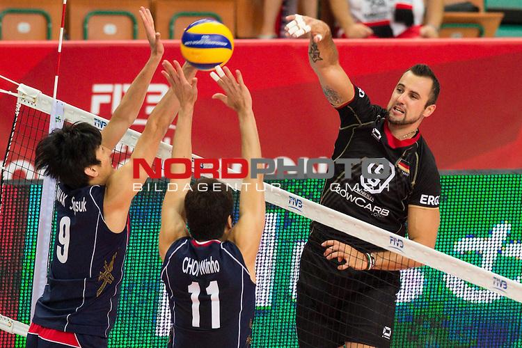 07.09.2014, Spodek, Kattowitz<br /> Volleyball, FIVB Volleyball Men`s World Championship 2014, Deutschland (GER) vs. Korea (KOR)<br /> <br /> Block / Doppelblock Seung-Suk Kwak (#9 KOR), Min-Ho Choi (#11 KOR) - Angriff Georg / Gy&ouml;rgy / Gyoergy Grozer (#9 GER)<br /> <br />   Foto &copy; nordphoto / Kurth