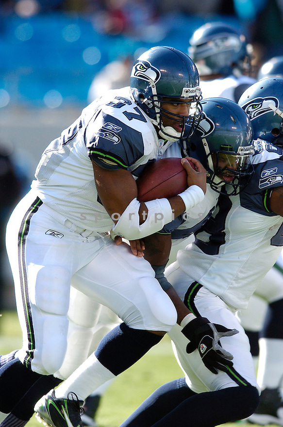 SHAUN ALEXANDER, of the Seattle Seahawks  in action during the Seahawks game against the Carolina Panthers  on December 16, 2007 in Charlotte, North Carolina...PANTHERS win 13-10..SPORTPICS