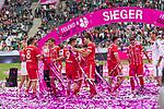 15.07.2017, Borussia Park, Moenchengladbach, GER, TELEKOM CUP 2017 Finale - SV Werder Bremen vs FC Bayern Muenchen<br /> <br /> im Bild<br /> Jubel, Siegjubel, Javi Martinez (FC Bayern Muenchen #8), Thomas M&uuml;ller / Mueller (FC Bayern Muenchen #25) mit Schale / Pokal, Robert Lewandowski (FC Bayern Muenchen #9), Mats Hummels (FC Bayern Muenchen #5), Milos Pantovic (FC Bayern Muenchen #41), <br /> <br /> Foto &copy; nordphoto / Ewert
