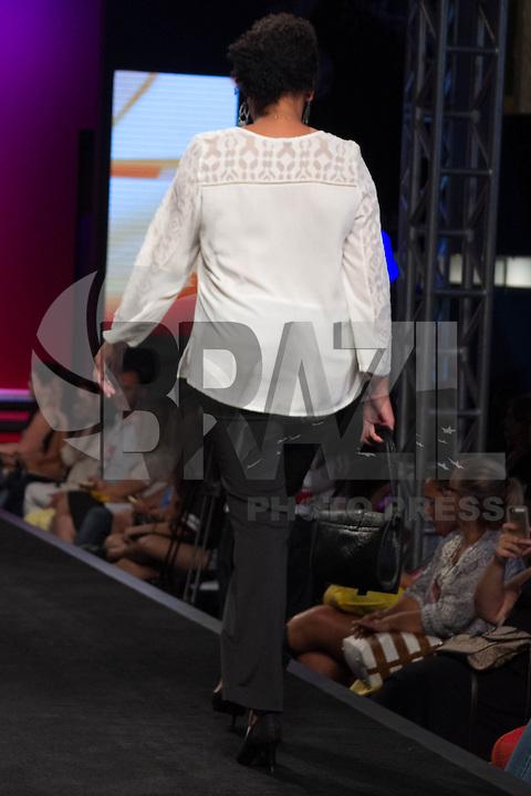 S&Atilde;O PAULO-SP-03.03.2015 - INVERNO 2015/MEGA FASHION WEEK -Grife Shanes/<br /> O Shopping Mega Polo Moda inicia a 18&deg; edi&ccedil;&atilde;o do Mega Fashion Week, (02,03 e 04 de Mar&ccedil;o) com as principais tend&ecirc;ncias do outono/inverno 2015.Com 1400 looks das 300 marcas presentes no shopping de atacado.Br&aacute;z-Regi&atilde;o central da cidade de S&atilde;o Paulo na manh&atilde; dessa segunda-feira,02.(Foto:Kevin David/Brazil Photo Press)