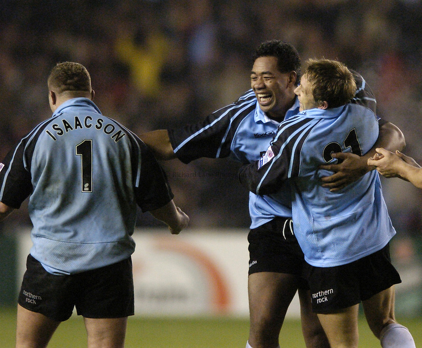 Photo. Jed Wee..Edinburgh Rugby v Newcastle Falcons , Heineken Cup, 11/12/2004..Newcastle's Epi Taione (C) celebrates with Jonny Wilkinson (R) and James Isaacson.