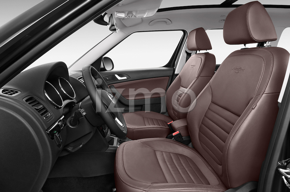 Front seat view of a 2014 Skoda YETI LAURIN & KLEMENT OUTDOOR 5 Door SUV 4WD Front Seat car photos