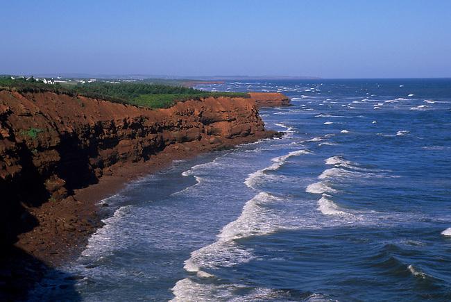 CANADA, PRINCE EDWARD ISLAND NATIONAL PARK, BEACH, CLIFF (RED SOIL)