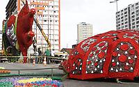 RECIFE-PE-04.02.2016- CARNAVAL-PE- Ponte Duarte Coelho fechada para receber a montagem da escultura do Galo da Madrugada, nesta quinta-feira,04.  (Foto: Jean Nunes/Brazil Photo Press)