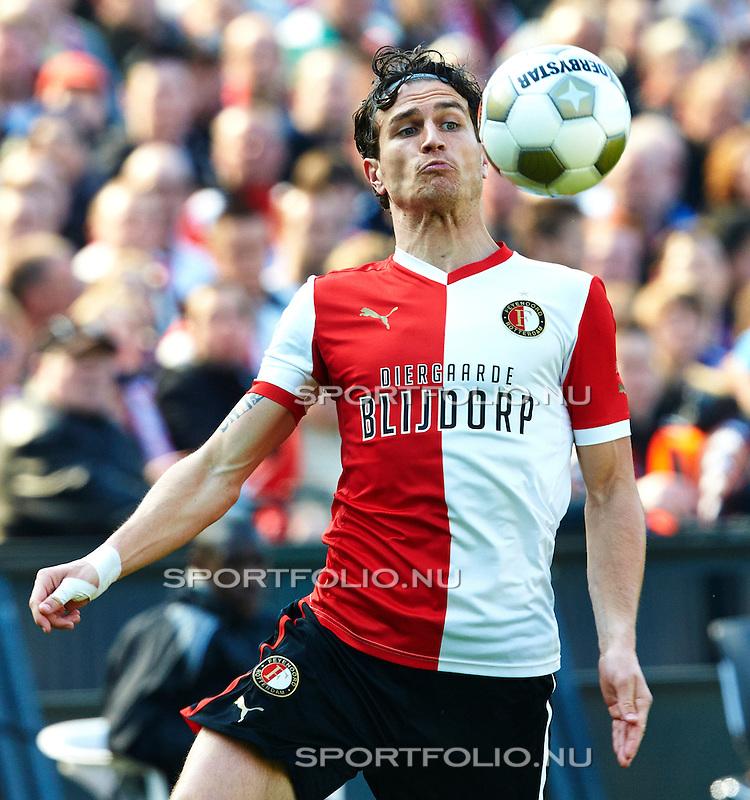 Nederland,Rotterdam, 21 april  2013.Seizoen 2012-2013.Eredivisie.Feyenoord-Vitesse 2-0.Daryl Janmaat van Feyenoord in actie met de bal