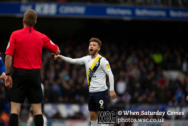 Ipswich Town 0, Oxford United 1, 22/02/2020. Portman Road, SkyBet League One. Visiting striker Matty Taylor remonstrated with the referee during the second-half as Ipswich Town (in blue) play Oxford United in a SkyBet League One fixture at Portman Road. Both teams were in contention for promotion as the season entered its final months. The visitors won the match 1-0 through a 44th-minute Matty Taylor goal, watched by a crowd of 19,363. Photo by Colin McPherson.