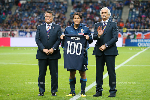 (L-R) Kozo Tashima, Shinji Okazaki, Vahid Halilhodzic (JPN), MARCH 29, 2016 - Football / Soccer : FIFA World Cup Russia 2018 Asian Qualifier Second Round Group E match between Japan 5-0 Syria at Saitama Stadium 2002 in Saitama, Japan. Okazaki was made captain for the night to celebrate his 100th cap for his country. He is Japan's third all-time goalscorer with 48 goals in his 100 games. (Photo by Yohei Osada/AFLO SPORT)